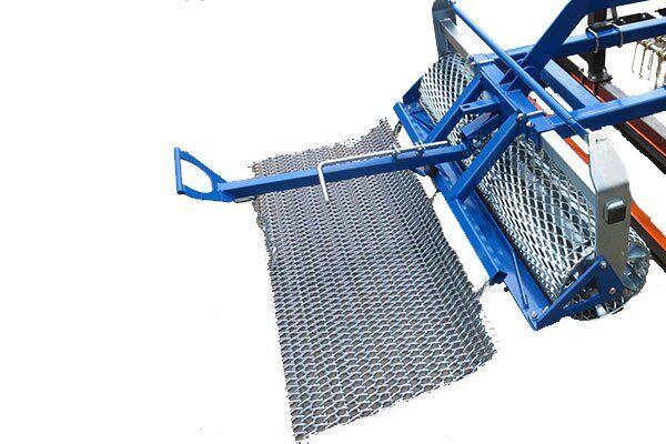 Nouvelle option rouleau de désherbage adaptable sur rabot de piste